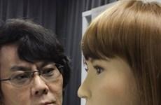 Sửng sốt với robot lễ tân có khuôn mặt, cử chỉ như người thật