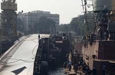 Tàu chiến Ấn Độ bị lật làm ít nhất hai thủy thủ thiệt mạng