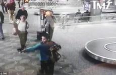 Thủ phạm vụ xả súng sân bay Mỹ thản nhiên thực hiện hành vi ghê rợn