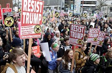 Người biểu tình đốt xe Limousine trong ngày ông Trump nhậm chức