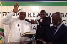 Tổng thống Gambia trở về nước sau khi phải tuyên thệ ở Senegal