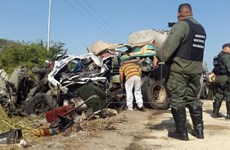 Xe buýt đối đầu với xe trộn bê tông, ít nhất 66 người thương vong