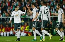 M.U tìm đường dự Champions League ở... Europa League