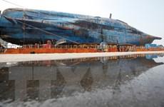 Hàn Quốc: Thử nghiệm đưa tàu Sewol lên mặt đất thất bại