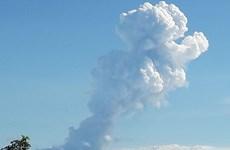 Costa Rica: Núi lửa phun trào, tạo ra cột khói bụi cao hơn 3km