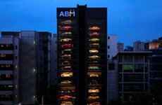 """Kinh ngạc """"máy bán siêu xe"""" cao 15 tầng, chứa được 60 xe"""