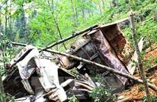 Xe khách mất lái, lao xuống vách đá làm ít nhất 17 người chết
