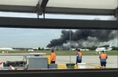 Anh: Nổ lớn gây hỏa hoạn ở sân bay London Southend Airport