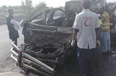 Xe chở khách va chạm xe tải làm ít nhất 14 người thiệt mạng