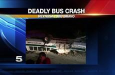 Xe buýt chở công nhân bị lật làm hàng chục người thương vong
