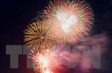 [Photo] TP. HCM, Đà Nẵng rực rỡ pháo hoa chào đón năm mới 2018