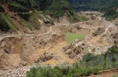 """""""Lời nguyền tài nguyên"""": Ở đâu có mỏ, nơi đó dân còn đói nghèo"""
