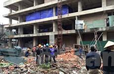 [Photo]: Rơi thang máy xây dựng khiến 2 người tử nạn ở Lĩnh Nam