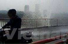 Vỡ đường ống nước trên cầu Chương Dương khiến giao thông rối loạn
