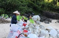 Gian nan chiến dịch làm sạch những hòn đảo ngập rác ở Vịnh Hạ Long