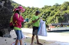 [Video] Chung tay làm sạch những hòn đảo ngập rác ở Vịnh Hạ Long