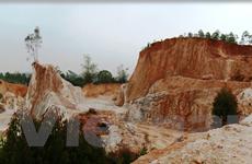 Bài 2: Phù phép 'rừng vàng' thành những công trường khai thác cao lanh