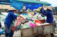 Người dân Nam Sơn 'ăn sương nằm đất' chặn xe rác, 'đòi' được di dời