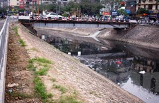 Các dòng sông đang oằn mình 'gánh' hàng nghìn nguồn thải gây ô nhiễm