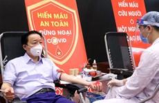 Bộ trưởng Trần Hồng Hà và cộng sự hiến máu tình nguyện trong mùa dịch