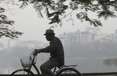 Ô nhiễm không khí 'còn xấu,' người dân cần đeo khẩu trang khi ra đường