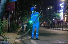 20 'lao công' tự nguyện vào khu cách ly: Không thể vì dịch mà 'bỏ rác'