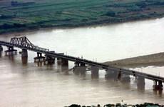 Cầu đường sắt qua sông Hồng: Ưu tiên phương án cách cầu Long Biên 75m