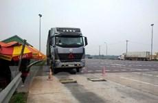Phạt nặng xe quá tải: Lái xe sốc và ngất khi nhận biên lai