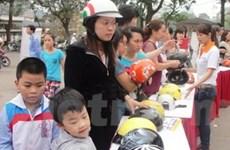 Không đội mũ bảo hiểm cho trẻ em: Vẫn vướng và khó xử lý!