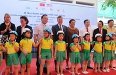 Chính phủ Hoa Kỳ trao tặng 25.000 mũ bảo hiểm cho trẻ em Việt Nam