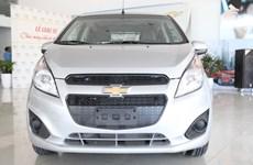 Cận cảnh xe mẫu cỡ nhỏ Chevrolet Spark Duo chạy trong đô thị