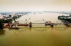 Cầu Ghềnh thi công vượt tiến độ 20 ngày, chuẩn bị thông tàu Bắc-Nam