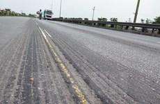 """Dừng thu phí tuyến Quốc lộ 5 nếu không """"vá"""" hằn lún nền đường"""