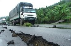 Xử lý sụt trượt nền đường Quốc lộ 1 qua tỉnh Phú Yên do mưa lũ