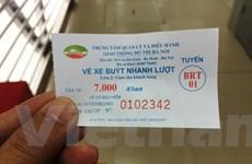 Buýt nhanh BRT đông khách đi trong ngày đầu bán vé chính thức