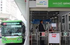 Hành khách hào hứng với chuyến buýt nhanh Kim Mã-Yên Nghĩa đầu tiên