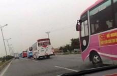 Gần 100 xe khách đổ ra Hà Nội phản đối điều chuyển luồng tuyến