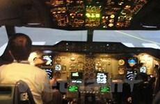 Một máy bay nước ngoài bị chiếu tia laser khi hạ cánh tại Nội Bài