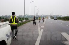 Rèn luyện sức khỏe trên đường cao tốc, đặt cược tính mạng cho tử thần?