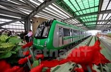 Người dân mong chờ ngày đặt chân đi tàu đô thị Cát Linh-Hà Đông