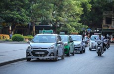Taxi truyền thống không xin bảo hộ, tuyên chiến với Uber và Grab