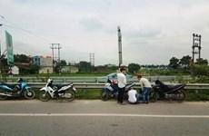Cao tốc Hà Nội-Bắc Giang: Nhiều xe máy, ôtô dính phải 'đinh tặc'