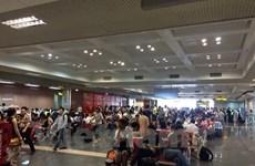 Các hãng hàng không hủy nhiều chuyến bay để tránh cơn bão số 10