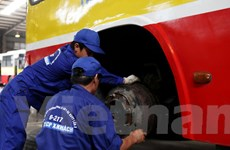 Hà Nội: Công nhân trổ tài thi 'kỹ nghệ' bảo dưỡng, sửa chữa xe buýt