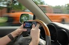 Đề xuất cấm sử dụng điện thoại di động khi đang lái xe ôtô