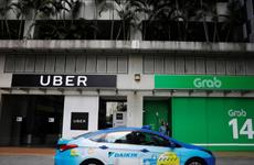 Grab thâu tóm Uber: Tài xế và hành khách lo độc quyền về giá cước