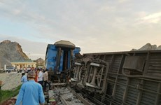 Thông tuyến đường sắt Bắc-Nam sau vụ lật 6 toa tàu ở Thanh Hóa