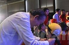 Học sinh lớp Một trên cả nước được tặng mũ bảo hiểm miễn phí