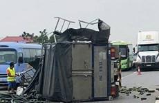 Xe tải chắn ngang đường, cao tốc Nội Bài-Lào Cai ùn tắc gần 4 tiếng