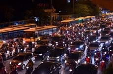 Xe buýt căng mình cạnh tranh với xe ôm và taxi công nghệ
